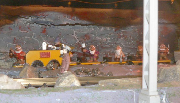Seven Dwarfs Mining Train Set